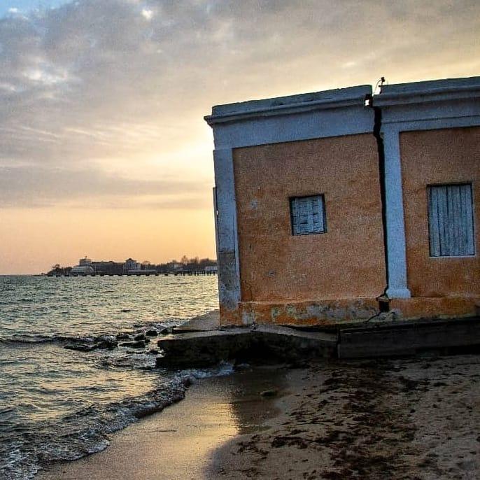 Статья Золотые пляжи в Евпатории исчезают на глазах Утренний город. Донецк